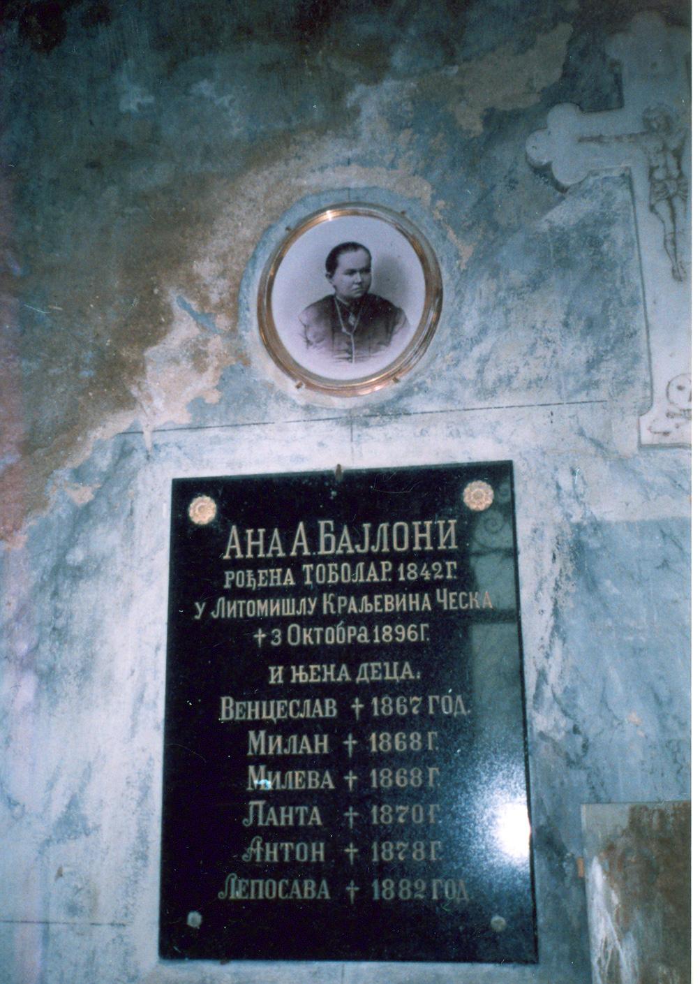 Nadgrobne ploce u grobnici Ignjata Bajlonija